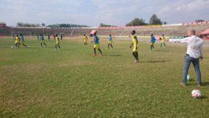 Martin Grelics beim Training während seiner Trainerstation bei den Profis von Mwanza, Tansania