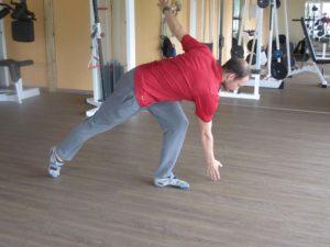 Andreas Rinesch, Athletiktrainer, beim Aufwärmen