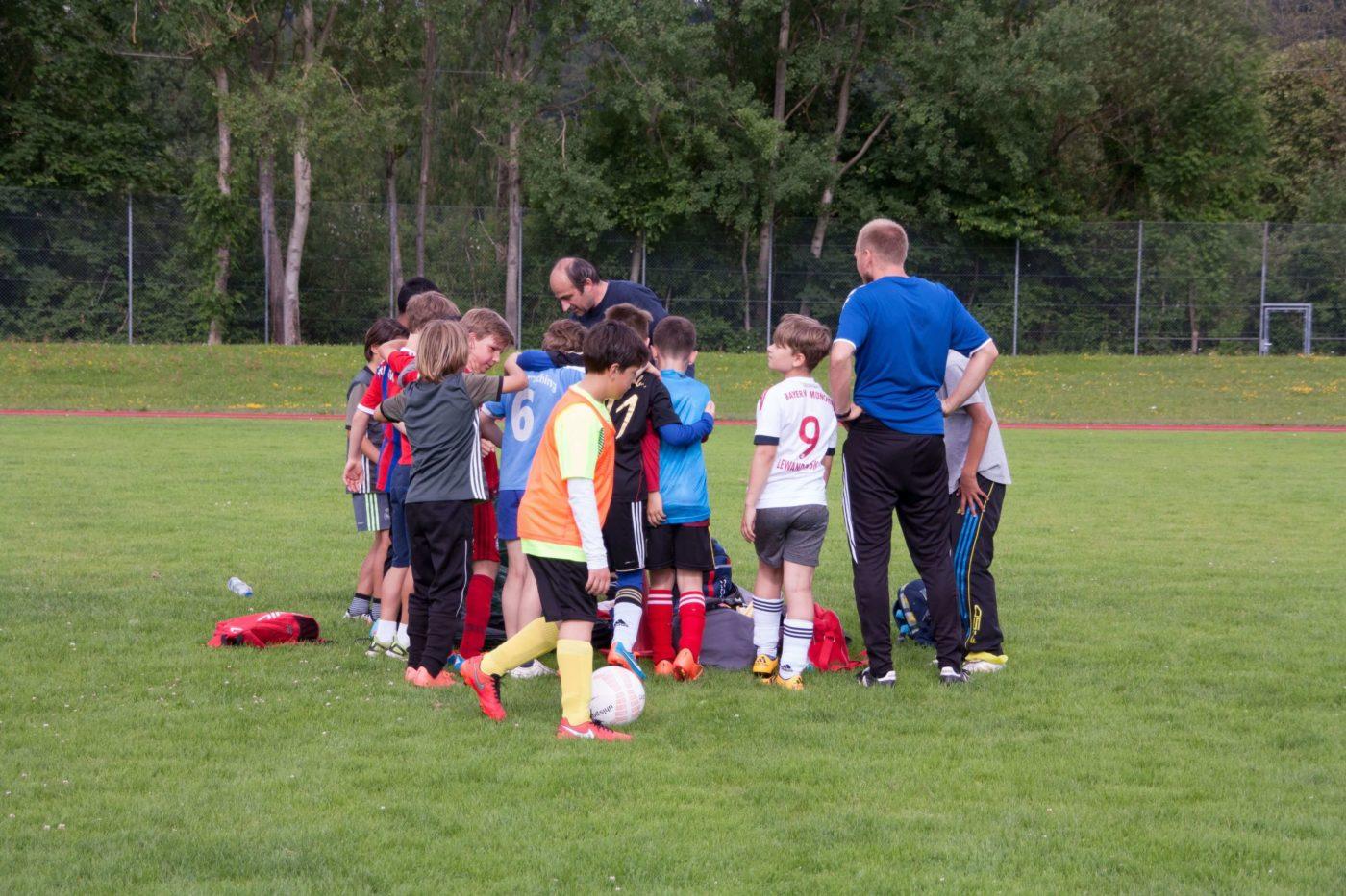 Professionelle Unterstützung für Trainer von ausgebildeten Trainern der Fussballschule Alpenkick